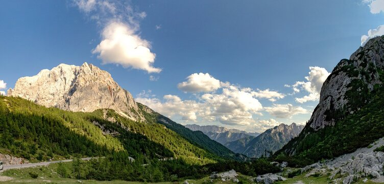 Slowenien Sommer 2021 Berge Panorama Pass Straße 2 Wandern