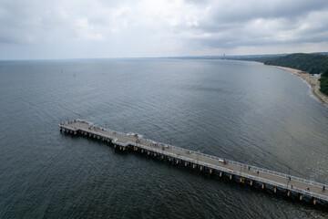 Molo w Orłowie, Gdynia, widok na morze Bałtyckie. pochmurny dzień