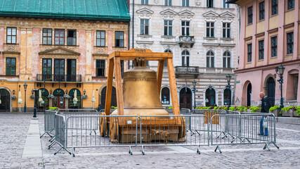 Fototapeta Replika Dzwonu Zygmunta na Małym Rynku w Krakowie obraz