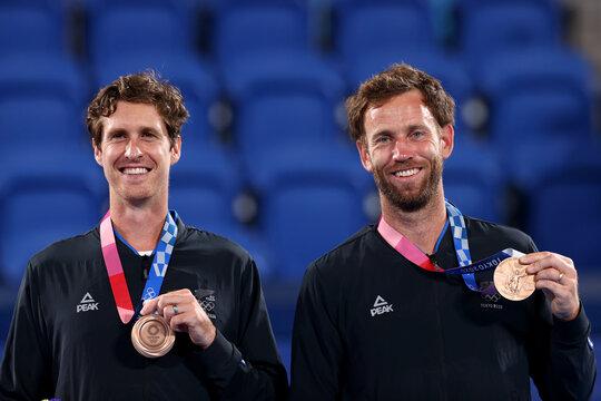 Tennis - Men's Doubles - Medal Ceremony