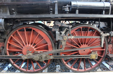 Detail of two wheels of a steam locomotive in Bologna Centrale station. The system is called