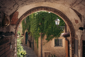 smal steegje in het pittoreske Toscaanse dorpje Capalbio