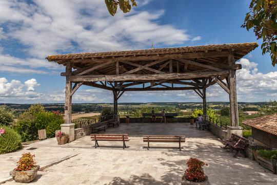 Monteton (Lot et Garonne, France) - Point de vue panoramique des treize clochers sur les plaines agricoles