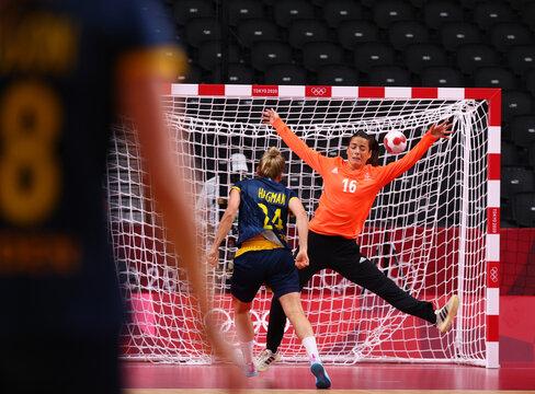 Handball - Women - Semifinal - France v Sweden
