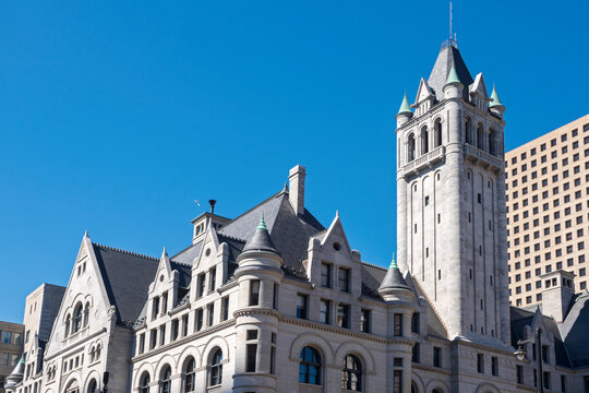 landmark federal courthouse building in milwaukee