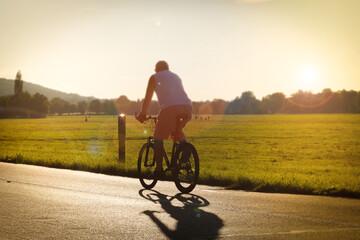 Fototapeta Relaks na rowerze. Amatorski sport obraz