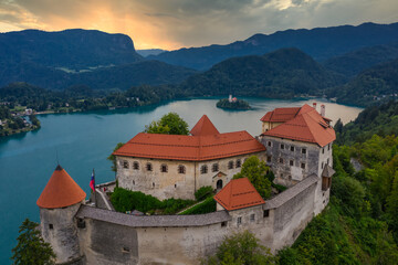 Obraz Lake Bled as seen from Bled castle at sunrise - fototapety do salonu
