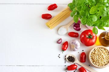 Tło kulinarne. Składniki dań z makaronem. Kuchnia włoska. Zdrowe, domowe jedzenie. Produkty wegetariańskie