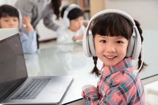 The children computer lessons