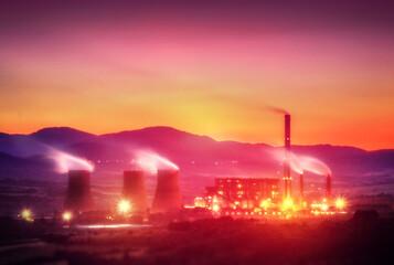 Elektriciteitscentrale in de schemering