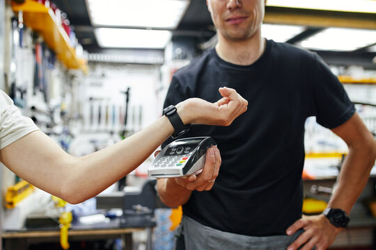 Technician taking contactless payment from client