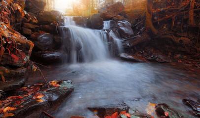 Fototapeta Wodospad jesienny pejzaż obraz