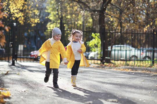 Children walk in the autumn park