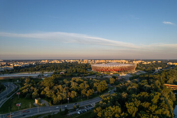 Obraz widok na stadion narodowy w Warszawie o zachodzie słońca, złota godzina - fototapety do salonu
