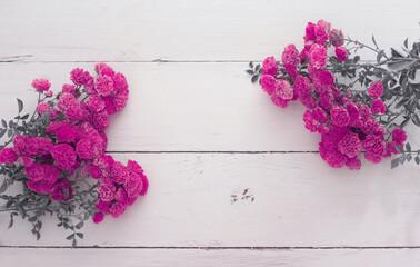 Fototapeta Róże leżące na deskach. Miejsce na napis., copy space obraz