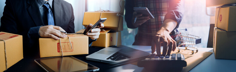 Obraz Business woman start up small business entrepreneur SME success .freelance woman working at home with Online Parcel delivery. SME and packaging deliveryconcept - fototapety do salonu