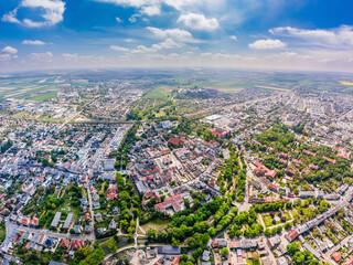 Obraz Słoneczny dzień w Kościanie, widok z lotu ptaka na centrum miasta - fototapety do salonu