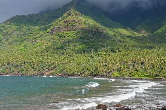plage de Aakapa - iles marquises - polynesie francaise