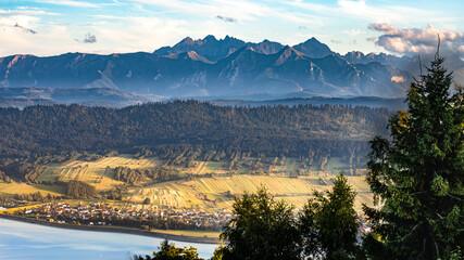 Widok na Tatry nad Jeziorem Czorsztyńskim