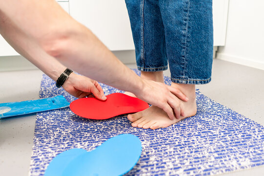 Orthopedic insole. The orthopedist works with the patient. Orthopedic clinic. Choice of insoles in an orthopedic clinic. The orthopedist offers the insole to the patient Foot care