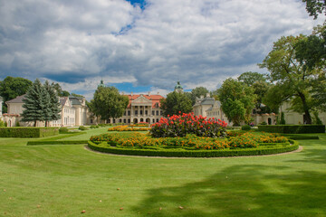 Ogród przed pałacem Zamoyskich