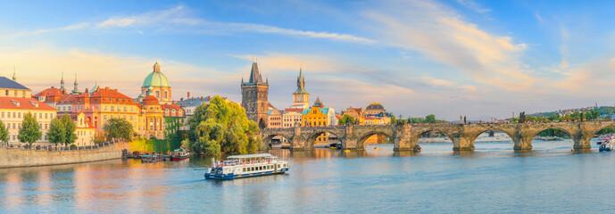 Obraz Famous iconic image of Charles bridge and Praguecity skyline - fototapety do salonu
