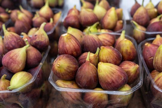 Ripe figs for sale at the city farmers market