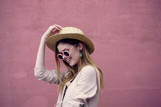pretty woman city walk fun fashion fresh air pink wall model