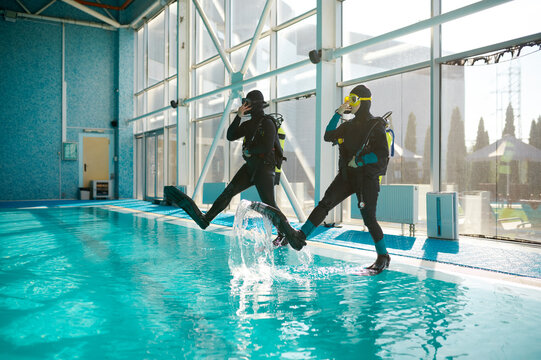 Woman and male divemaster, course in diving school