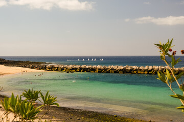 Obraz Playa Flamingo w miejscowości Playa Blanka na wyspach kanaryjskich. - fototapety do salonu