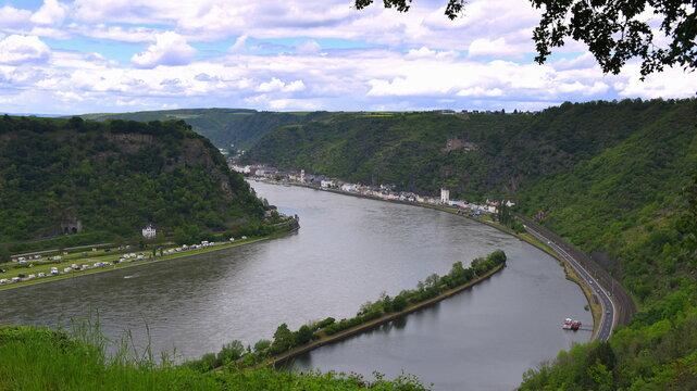 Blick von der Loreley auf die Rheinkurve