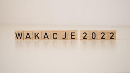 Obraz Wakacje 2022 - napis na drewnianych kostkach  - fototapety do salonu