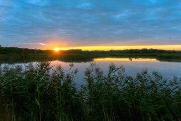 Fototapeta Wschód słońca nad Stawami Dojlidzkimi, Podlasie, Polska obraz