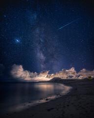 Bonita foto nocturna con muchas estrellas