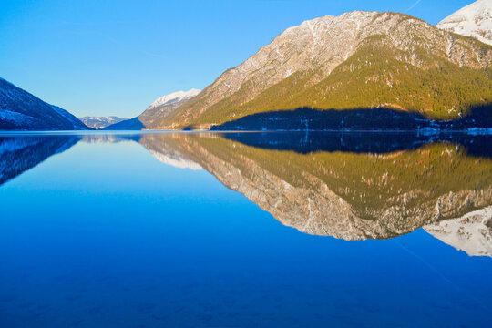Achensee in Tirol im Winter, österreichische Alpen, Österreich