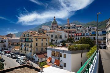 Panorama della città di vietri sul mare, costiera amalfitana