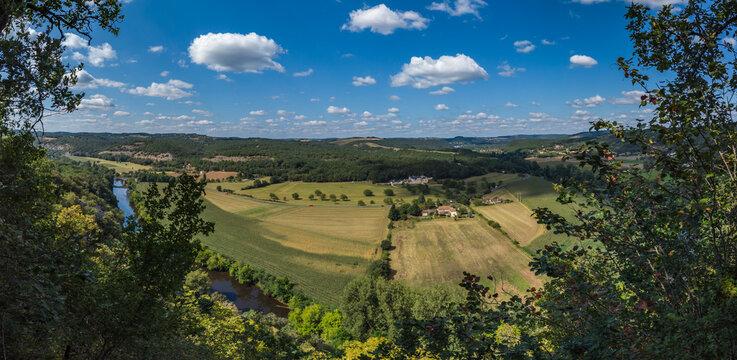 Condat sur Vézère (Dordogne, France) - Point de vue panoramique sur la vallée de la Vézère depuis le coteau de l'Escaleyrou