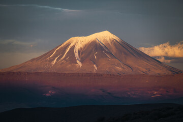 snow-capped volcano in patagonia Fototapete