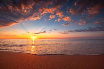 Obraz Beach sunrise over the tropical sea - fototapety do salonu