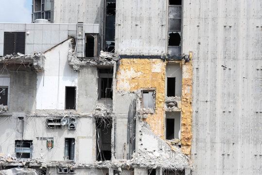 Ein Gebäude wird abgerissen