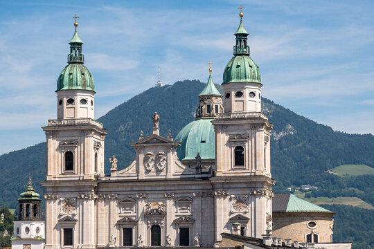 Salzburger Dom vor Gaisberg