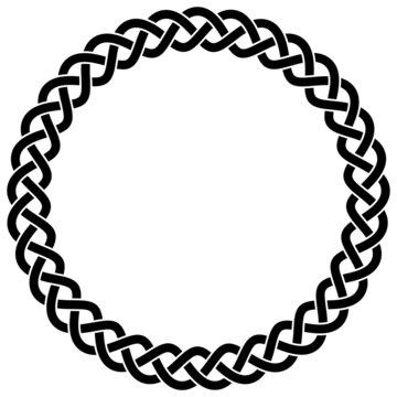Ring mit Keltischen Knoten in Schwarz auf isoliertem weißem Hintergrund.