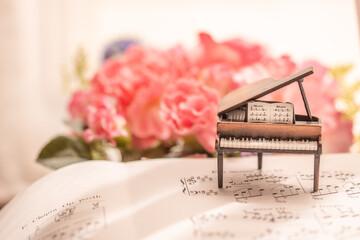 グランドピアノイメージ ~花に囲まれて~【室内スタジオ撮影】