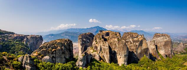 Obraz Panorama sur les météores et ses monastères - fototapety do salonu