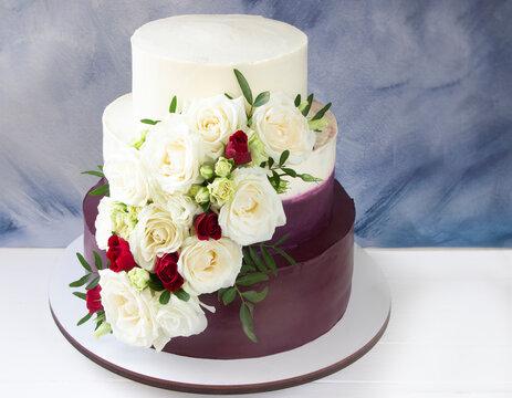 Burgundy wedding cake with fresh roses