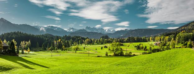 Fototapeta Landschaft bei Oberstdorf im Allgäu mit Blick auf die Allgäuer Hochalpen obraz