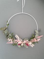 Obraz Vertical shot of decorative wreath hanging on gra - fototapety do salonu