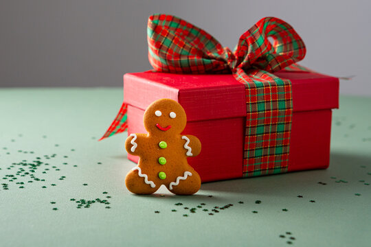 Holiday gingerbread men and gift box