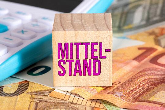 Taschenrechner, Euro Banknoten und der Mittelstand
