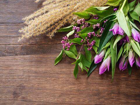 初秋の草花、ススキ、紫式部、リンドウ